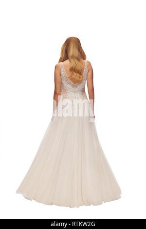 Donna bionda in un abito da sposa, isolata, vista posteriore