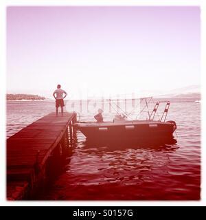 Giovane ormeggiata su jetty Foto Stock