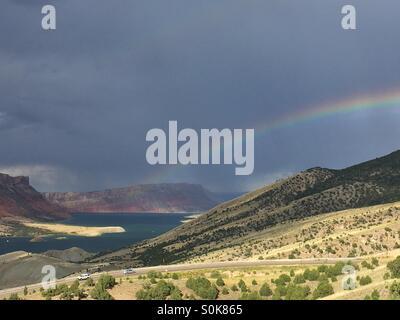 Un arcobaleno di archi su Flaming Gorge State Park nel nordest dello Utah. Foto Stock