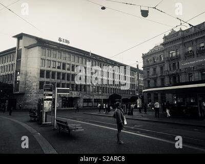 Zurigo, Paradeplatz, edifici di Credit Suisse a destra e a UBS di sinistra, Svizzera Foto Stock