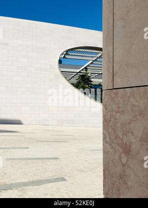 Architectural Design contemporaneo dettagli dal centro Champalimaud per l'ignoto. Lisbona, Portogallo, dell'Europa. Foto Stock