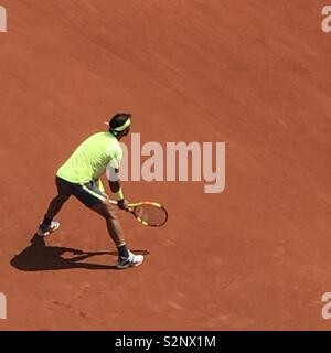 Rafael Nadal attende per tornare servono ai 2019 francesi aperti, Roland-Garros