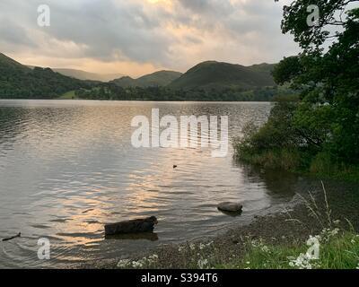 Lago Ullswater al tramonto Foto Stock