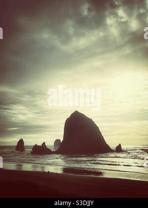 Famoso Haystack Rock a Canon Beach, oregon