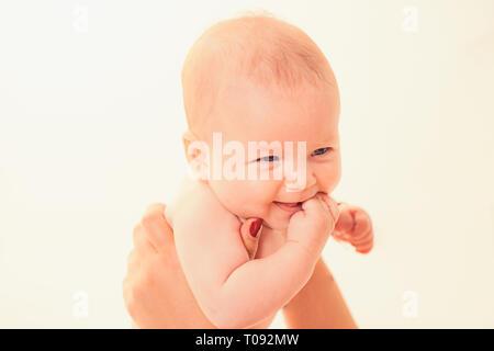 Best mom. La famiglia. Prodotti per la cura del bambino. Giornata dei bambini. Sweet Little baby. Nuova vita e la nascita del bambino. Piccola ragazza con viso carino. parenting. Ritratto di felice littl Foto Stock