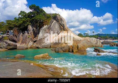 Formazione di roccia a Hin Ta e Hin Yai rocce, famoso punto di vista di Lamai Beach, Koh Samui, Golfo di Thailandia, Tailandia Foto Stock