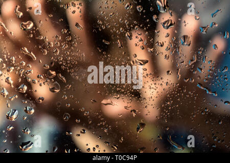 Guida in linea , le mani umane , paura sfondo astratto Foto Stock