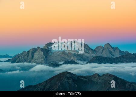 Vista dal Rifugio Lagazuoi (2752 m) alla Marmolada, Dolomiti, Cortina d'Ampezzo, Italia