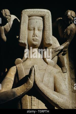 Stackpole Elidor chiesa, Pembrokeshire, Wales, Regno Unito: un splendidamente scolpito & dettagliata femminile medievale effigie (c.1370), le mani giunte in preghiera. Foto Stock