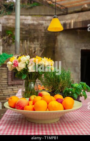 Café tavolo e sedie in zona cucina con filo francese