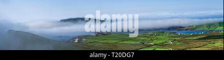 Panorama da il Ring of Kerry lookout e parcheggio auto al vertice del 300m alto Coomanspic passano sulla N70, nella contea di Kerry, Irlanda. Foto Stock