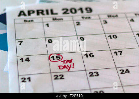 Imposta Calendario.Calendario Con Promemoria Per Le Imposte Dovute Su Aprile