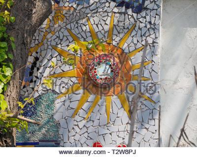 Colorato mosaico con piastrelle rotte foto immagine stock