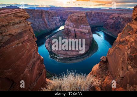 Curva a ferro di cavallo in Colorado River vicino a pagina, Arizona, Stati Uniti d'America