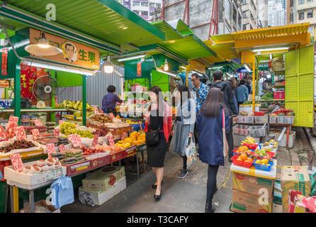 Frutta e verdure fresche in stallo il mercato su Graham Street, quartiere centrale, Isola di Hong Kong, Hong Kong, Cina Foto Stock