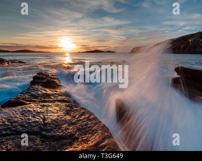Novembre tramonto lungo la costa di Sutherland a Sheigra Foto Stock
