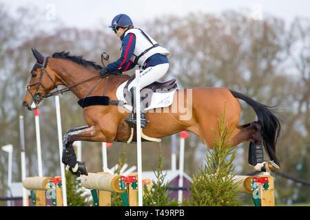 Norfolk, Regno Unito. Xiv Apr, 2019. Il 2° posto. Laura Collett riding London S2. GBR. CCI4*. La sezione C. a piedi scalzi ritiri Burnham Market International Horse Trials. Eventing. Burnham mercato. Norfolk. Regno Unito. GBR. {14}/{04}/{2019}. Credito: Sport In immagini/Alamy Live News