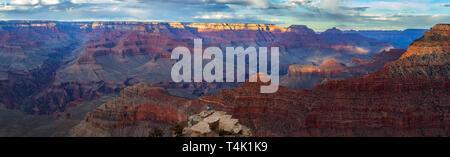 Tramonto al Parco Nazionale del Grand Canyon, South Rim, Arizona, Stati Uniti d'America Foto Stock