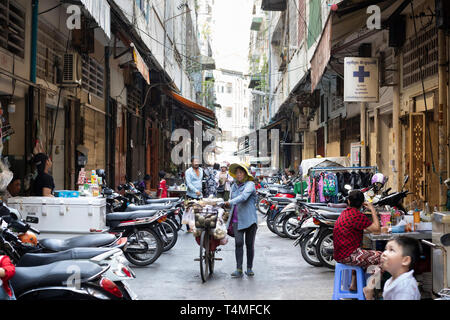 Strada laterale vicino al Psar o mercato Russei, Phnom Penh, Cambogia, sud-est asiatico, AsiaPhnom Penh, Cambogia, Asia sud-orientale, Asia Foto Stock