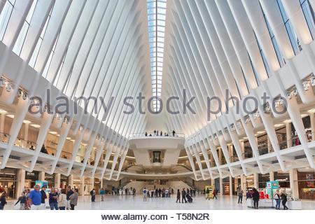 Vista dal centro della stazione. L'occhio, World Trade Center Hub di trasporto, la città di New York, Stati Uniti. L'Architetto Santiago Calatrava, 2016. Foto Stock