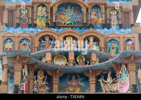 Divinità dipinte su Ganesha Palazzo immaginario di Pune, Maharashtra, India, Asia Foto Stock