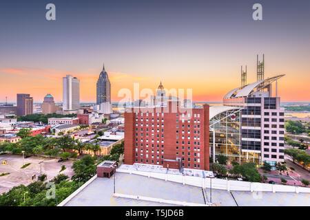 Mobile, Alabama, Stati Uniti d'America skyline del centro al tramonto.