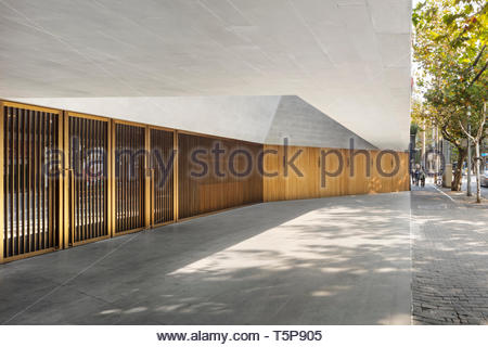 Porte in teatro. Nuovo Teatro di Shanghai, Shanghai, Cina. Architetto: Neri&Hu, 2017. Foto Stock