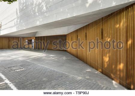 Porte di ingresso. Nuovo Teatro di Shanghai, Shanghai, Cina. Architetto: Neri&Hu, 2017. Foto Stock