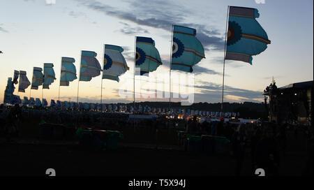 Bandiere a Glastonbury Festival di musica Foto Stock