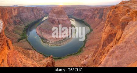 Vista panoramica della curva a ferro di cavallo vicino a pagina, Arizona