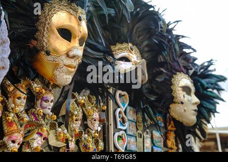 Masquerade maschere veneziane in vendita a Venezia, Italia Foto Stock