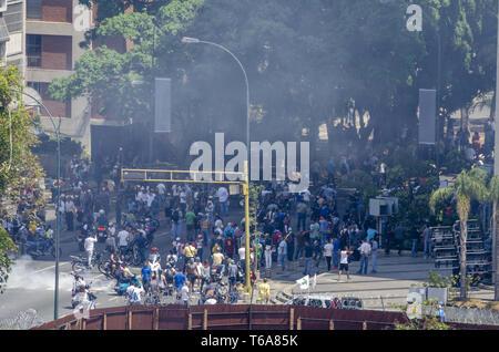 """Caracas, Miranda, Venezuela. 30 apr, 2019. Guaid"""" civic-movimento militare prende su Caracas air base nella fase finale di funzionamento Liberty (credito Immagine: © Jimmy VillaltaZUMA filo) Credito: ZUMA Press, Inc./Alamy Live News Foto Stock"""