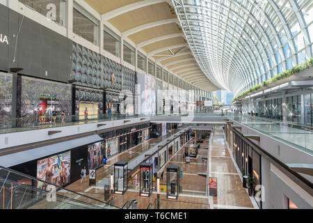 Il Shoppes at Marina Bay Sands shopping mall, città di Singapore, Singapore Foto Stock