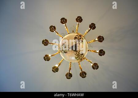 Art Nouveau lampadario nel Museo di Art Nouveau Foto Stock