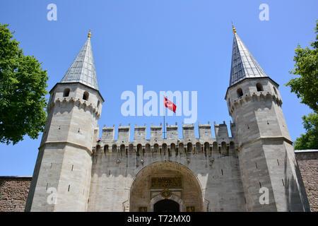 Il gate del saluto, ingresso al secondo cortile del palazzo Topkapı, Topkapı Saray, Istanbul, Turchia Foto Stock