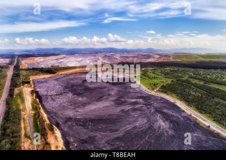 Aprire il taglio nero carbone min nella Uem creek di Liddell parte nella Hunter Valley, NSW, Australia. Enorme di combustibile fossile operazione di estrazione in NSW. Foto Stock