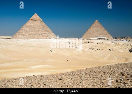 Il Cheope e Chephren piramidi di Giza vicino al Cairo, Egitto Foto Stock
