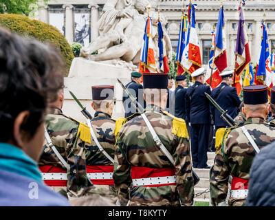 Strasburgo, Francia - 8 Maggio 2017: vista posteriore di soldati alla cerimonia per gli alleati occidentali la Seconda Guerra Mondiale la vittoria armistizio in Europa segna il 72º anniversario della vittoria Foto Stock