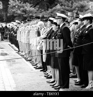 Strasburgo, Francia - 8 Maggio 2017: vista laterale del grande gruppo di militari alla cerimonia per gli alleati occidentali la Seconda Guerra Mondiale la vittoria armistizio in Europa - immagine quadrata Foto Stock