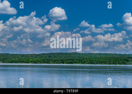 Il Cloud umore su un giorno di estate in Ammersee, bavaresi, Germania, Europa Wolkenstimmung un einem Sommertag am Ammersee, Bayern, Deutschland, Europa Foto Stock