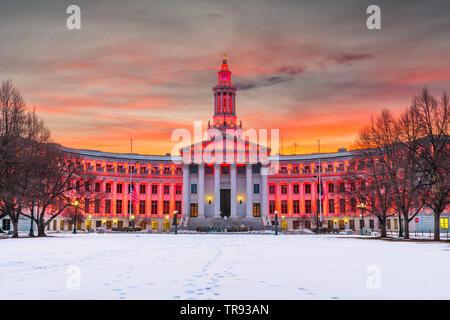 Denver, Colorado, Stati Uniti d'America la città e la contea di edificio al tramonto in inverno.
