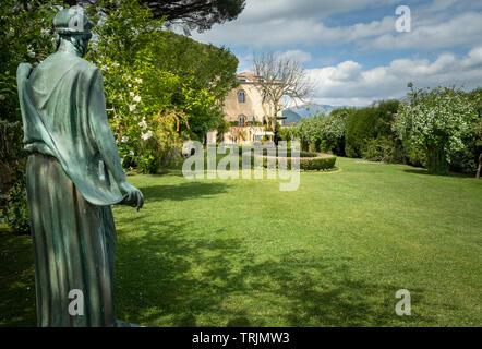 Giardino classica statua nella Villa Cimbrone Giardini in Ravello Campania Italia