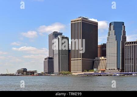 Il quartiere finanziario di Lower Manhattan, noto anche come FiDi, quartiere situato sulla punta meridionale dell'isola di Manhattan a New York City Foto Stock