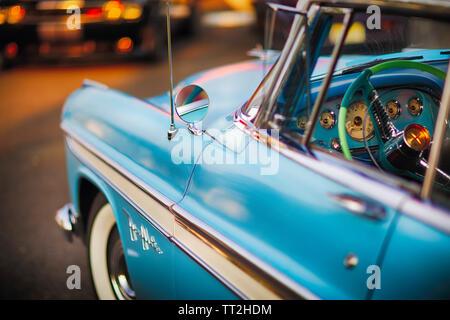 Lato conducente vista ravvicinata di un 1956 Desoto Firedome porta due Hardtop, Classic American Autromobile Foto Stock