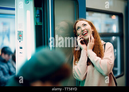 Positivo redhead giovani ritratto femminile Foto Stock