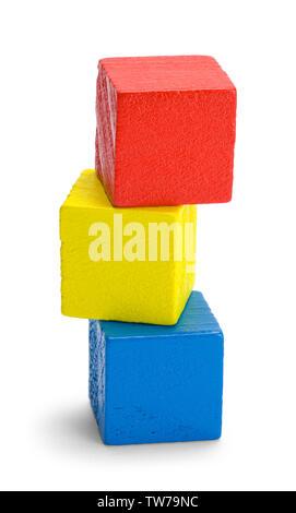 Tre quadrati blocchetti di legno sovrapposti e isolati su bianco. Foto Stock