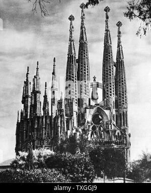 Fotografia della Basílica i Temple Expiatori de la Sagrada Família (Sagrada Família). Una grande chiesa cattolica romana a Barcellona, in Catalogna (Spagna), progettato dall architetto catalano Antoni Gaudí (1852Ñ1926) Spagnolo architetto catalano. Datata del XIX secolo Foto Stock