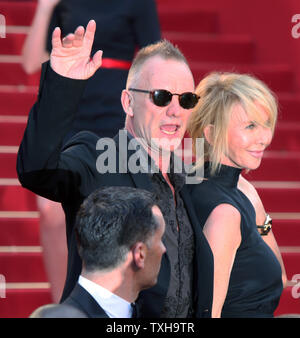 """Sting e sua moglie Trudie Styler arrivare sul tappeto rosso prima della proiezione del film """"UD"""" durante il sessantacinquesimo annuale internazionale di Cannes Film Festival di Cannes, Francia il 26 maggio 2012. UPI/David Silpa"""