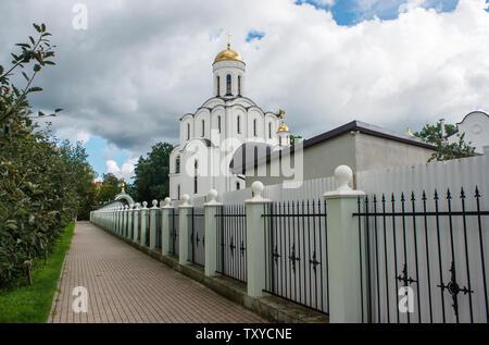 Nuovo tempio cristiano a Kaliningrad in Russia su nuvoloso giorno di estate Foto Stock