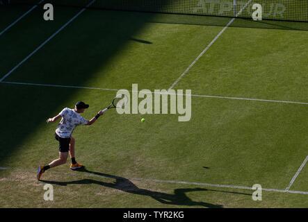 Devonshire Park, Eastbourne, Regno Unito. Il 26 giugno, 2019. Natura Valle Torneo Internazionale di Tennis; Kyle Edmund (GBR) svolge un diretti girato nel suo match contro Cameron Norrie (GBR) Credito: Azione Sport Plus/Alamy Live News